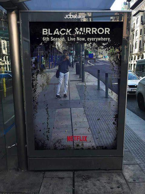 de Black Mirror, rua, anuncio, cartaz